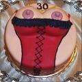 56 Tort na trzydzieste urodziny z cycami w czerwonym gorsecie