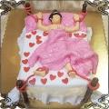 57 Tort z przywiązanym facetem w  łóżku i czerwonymi serduszkami