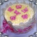 49 Tort dla dzieci z różowymi motylkami w białej czekoladzie Cukiernia Pod Arkadami Kraków