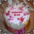 76 Tort z motylkami z marcepanu na szóste urodziny