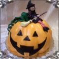 124 Tort z dynią i czarownicą z miotłą