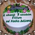 31 Tort z Królem Julianem leżącym na trawie na 7 urodziny
