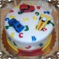 59 Tort dla chłopca z małymi autkami i literkami edukacyjny