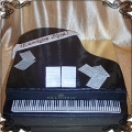 119 Tort czarny fortepian na osiemnaste urodziny z nutami