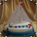 104 Tort Jacht  w kształcie łodzi żaglówka  na wodzie marynarski