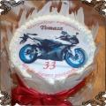 40 Tort z niebieskim motorem na trzydzieste trzecie urodziny