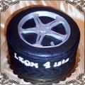 64 Tort w kształcie koła samochodowego z felgą