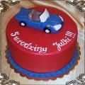 75 Tort z miniaturką auta kabrioletu z lukru na urodziny