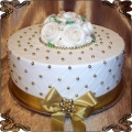 5 Tort okazjonalny z białymi różyczkami z lukru w  złotych pikach Cukiernia Pod Arkadami Kraków