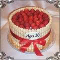 70 Tort z rurkami waflowymi i truskawkami na trzydzieste urodziny