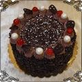 75 Tort klasyczny w posypce z ciemnej deserowej czekolady na bitej śmietanie