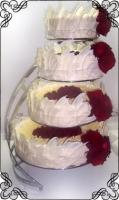 19 Tort na wesele z czerwonymi kwiatami na stojaku spirali Torty Artystyczne Cukiernia Pod Arkadami Kraków