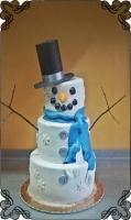 32 tort weselny bałwan z kapeluszem i szalikiem w kształcie bałwana