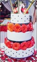 70 tort weselny z żywymi kwiatami pomiędzy poziomami plus race