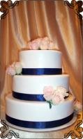 15 tort weselny żywe róże różowe rozmieszczone  punktowo
