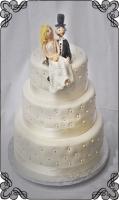 27 tort weselny biały z kuleczkami plus figurki
