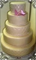 41 Tort weselny biały z dwoma różowymi motylkami wysoki Krakowskie Torty Artystyczne Cukiernia Kraków