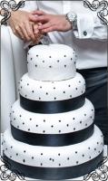 44 tort weselny z ciemnymi kulkami klasyczny biały