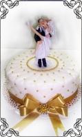 47 Tort na zaręczyny z figurką Panny Młodej na rekach Pana Młodego Krakowskie Torty Artystyczne Cukiernia Kraków