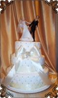 50 tort weselny z dużą figurką młodych na boki cukiernia pod arkadami