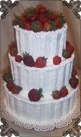 59 tort weselny w śmietanie z truskawkami cukiernia pod arkadami