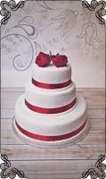 6 tort weselny klasyczny z delikatnymi żywymi  bordowymi różami