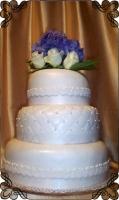 68 Tort weselny z żywymi kwiatami biały klasyczny Krakowskie Torty Artystyczne Cukiernia Kraków