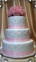 70 Tort ślubny biały z różowymi dodatkami i żywymi różowymi kwiatami Krakowskie Torty Artystyczne Cukiernia Kraków