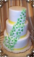 72 Tort weselny z biało zielonymi lukrowymi kwiatkami Krakowskie Torty Artystyczne Cukiernia Kraków