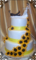 74 Tort weselny z dużą ilością słoneczników oraz figurka Panna Młoda z wędką Krakowskie Torty Artystyczne Cukiernia Kraków