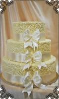 77 tort weselny w białych kulkach z czekolady