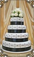 80 tort weselny ciemne kulki i żywe kwiaty klasyk