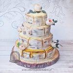 Tort weselny brzoza pnie drzewa i żywe róże