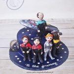 109BA Załoga Star Trek i statek Voyager na rozgwieżdżonym niebie