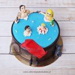 Tort rodzinka w basenie