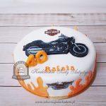 Tort z Harleyem logo i płomieniami