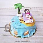 Tort wakacyjny dziewczyna w bikini na plaży pod palmą - zdobiony muszelkami