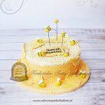 Tort z pszczołami plastrami miodu i kulkami ryżowymi