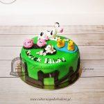 Tort wiejskie zwierzaki na łące