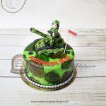 Tort moro z figurką żołnierza na czołgu