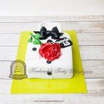 Tort męska elegancka koszula z muchą i kwiatem z masy cukrowej