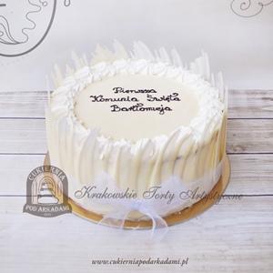 Tort komunijny z piórami białej czekolady