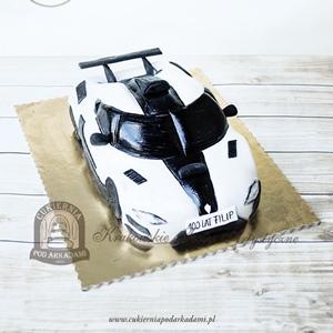 Tort w kształcie supersamochodu Koenigsegg One 1