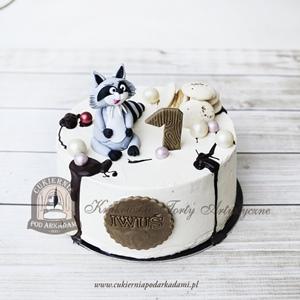 Tort na roczek z figurką szopa ciasteczkami i perełkami