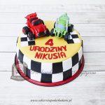 Tort z figurkami z bajki BLAZE i mega maszyny - zdobiony motywem flagi wyścigowej
