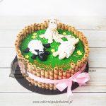 Tort z figurkami owieczek