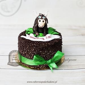 Tort z figurką byka i czekoladowymi kuleczkami