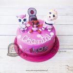 Różowy tort z figurkami laleczek LOL Surprise