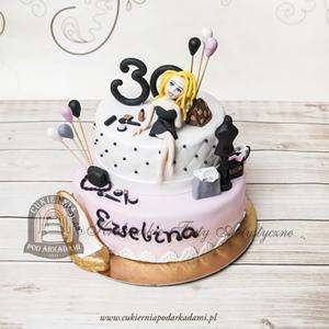 Tort dla kobiety z ręcznie wykonaą figurką dziewczyny, kosmetykami, torebkami, butem z masy cukrowej