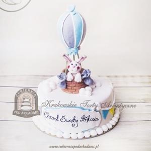 Tort z króliczkiem w balonie